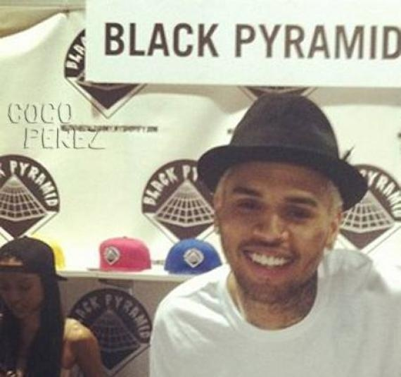 Chris Brown sans Rihanna et avec Karrueche Tran pour la promo de Black Pyramid (Photo)
