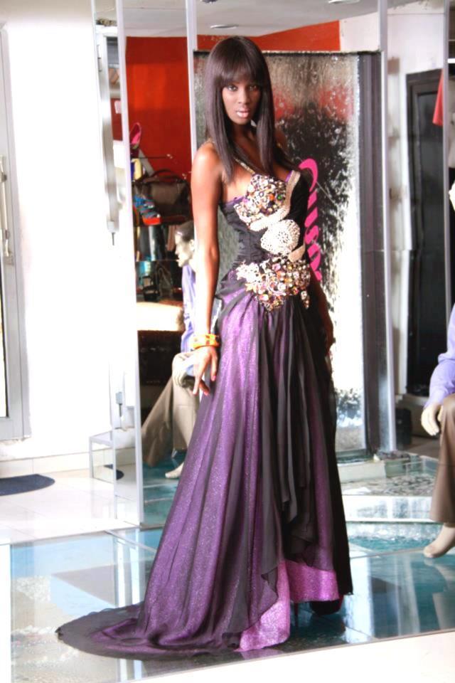 Lissa sublime dans sa robe