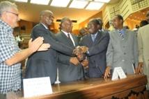 Des partis de la majorité invitent le Sénégal à soutenir le Mali