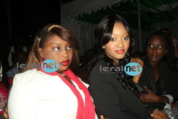 De belles Dakaroises assistent à l'élection de Miss Dakar