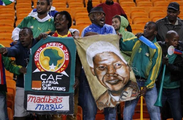 Les supporteurs d'Angola-Maroc n'oublient pas Nelson Mandela