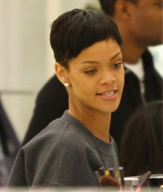Rihanna : Elle a une nouvelle fois agressé Karrueche Tran dans une boite de nuit