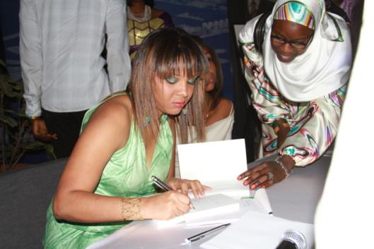 """[Entretien] Rabia Diallo, romancière: """"Il faudrait que chaque Sénégalais puisse aimer son pays"""""""