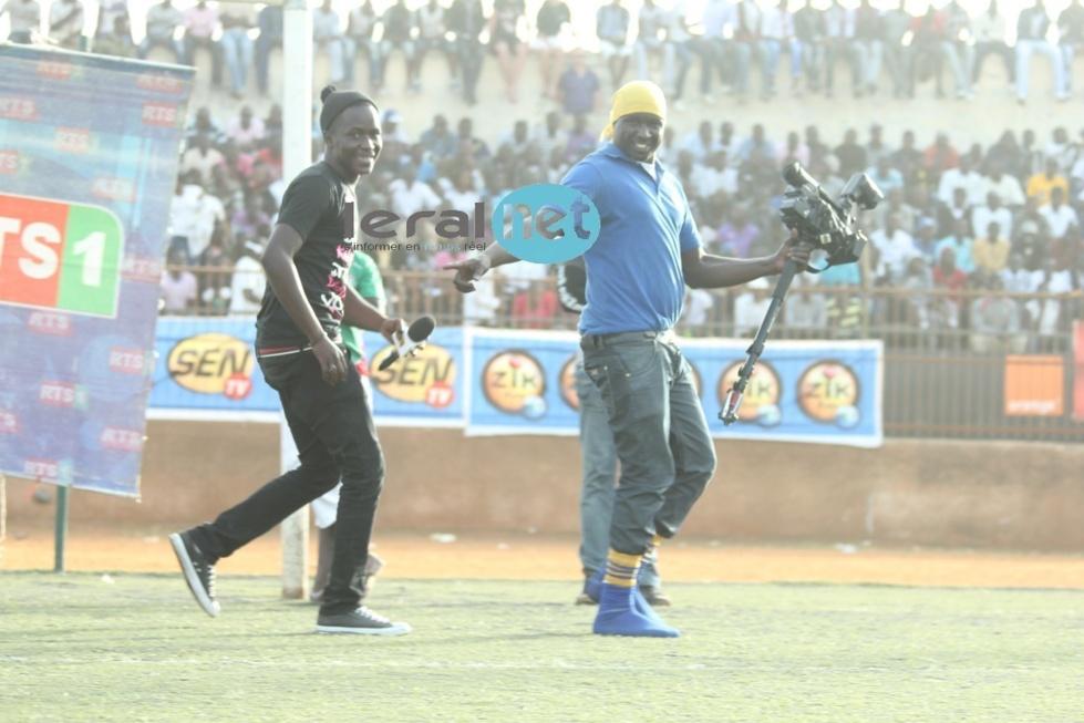 Modou Mbaye, le fils de Bécaye Mbaye avec son cameraman
