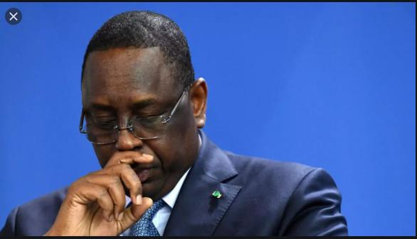 Covid-19 / Ignorant ses députés atteints: Macky Sall lynché sur les réseaux sociaux pour ses ''vœux'' à Emmanuel Macron