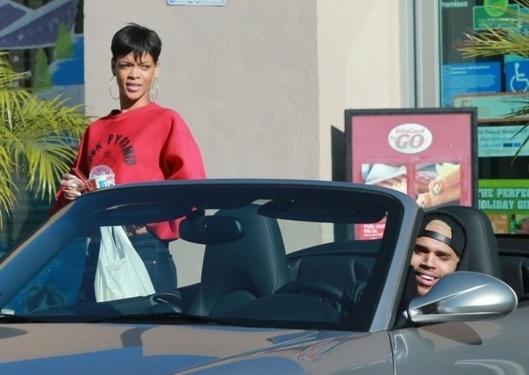 Rihanna : sa réconciliation avec Chris Brown divise ses proches !