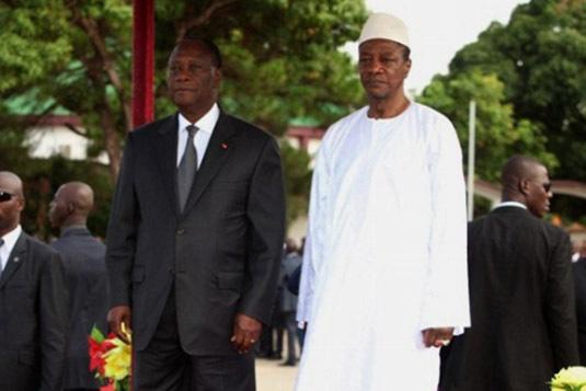 Les militaires guinéens annexent une partie de la Côte d'ivoire, et déscendent le drapeau ivoirien