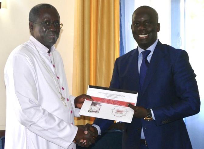 Malick Gackou chez Mgr Benjamin Ndiaye, sollicite des prières et...
