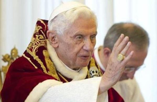 La démission de Benoît XVI est-elle due à une affaire de chantage concernant des évêques gays?