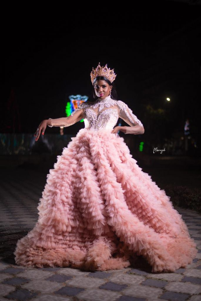"""La chanteuse Sokhou Bb dans une robe """"Barbie"""" magnifique secoue la toile (Photos)"""