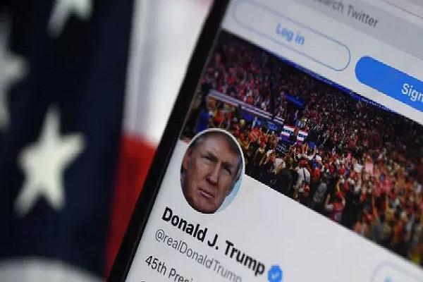 Suite aux émeutes du  Capitole :  Twitter suspend de façon permanente le compte de Donald Trump