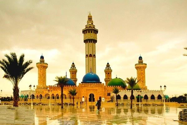 Embellissement de la Grande Mosquée de Touba: de l'or dans les minarets