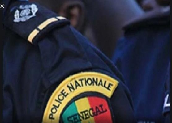 Radiation: Le policier Pape Boubou Diallo radié pour s'être agenouillé devant Serigne Modou Kara Mbacké