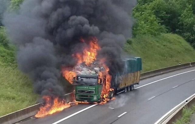 Commune de Diass : un camion en feu sème la panique, puis « contamine » un autre camion