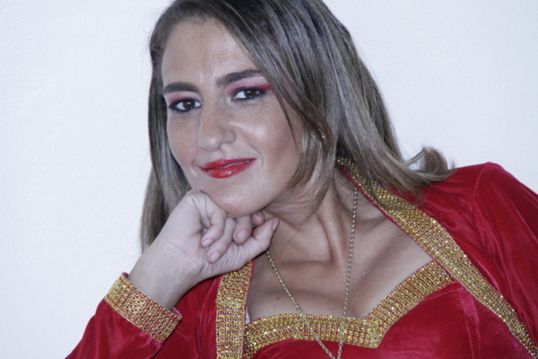 """Entretien - Soraya Bellaari : """"Je suis une humanitaire qui veut faire passer ses messages à travers la chanson"""""""
