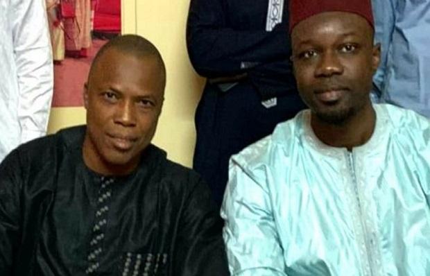 Le Guinéen Siaka Barry affiche son soutien à Ousmane Sonko: « Halte au Kompromat en Afrique !!! »