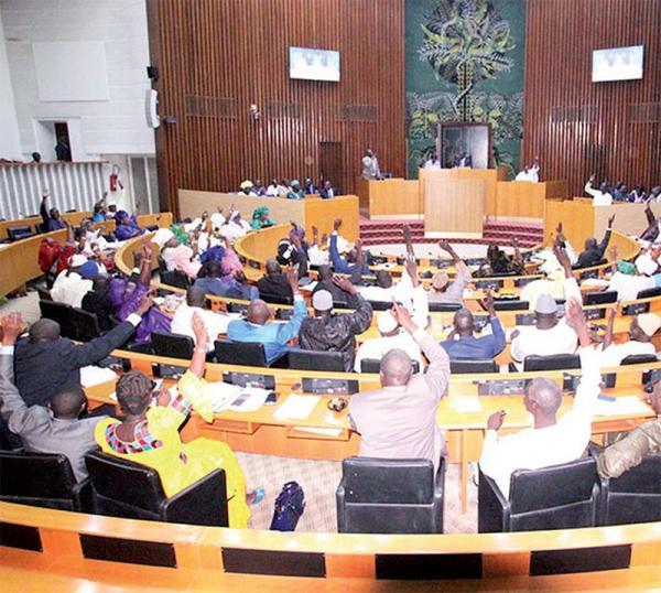 Débat houleux et ratification du comité Ad hoc: L'immunité parlementaire de Sonko levée la...