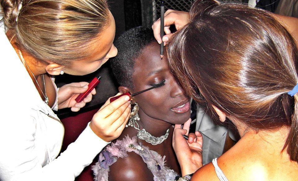 Le super top model sénégalais Dji Dieng en mode maquillage