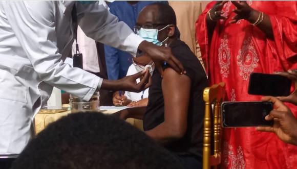 Lancement de la première phase de la campagne de vaccination: Abdoulaye Diouf Sarr a reçu la première injection