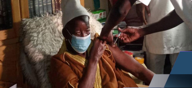 Kaolack: Le Khalife de Médina Baye vacciné contre la Covid-19