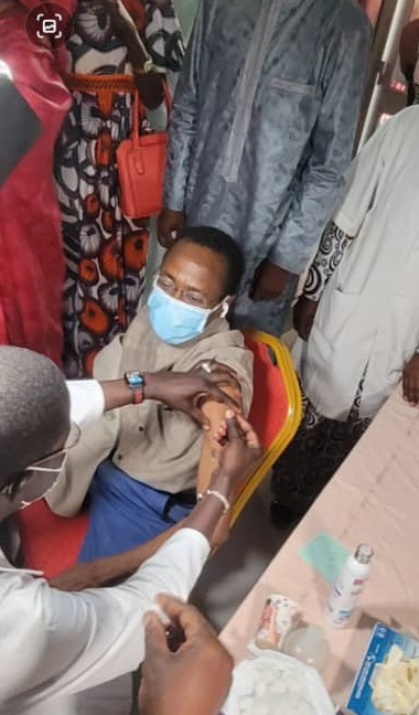 Campagne de vaccination à Thiès: Abdoul Mbow, le premier vice-président de l'Assemblée nationale, montre la voie