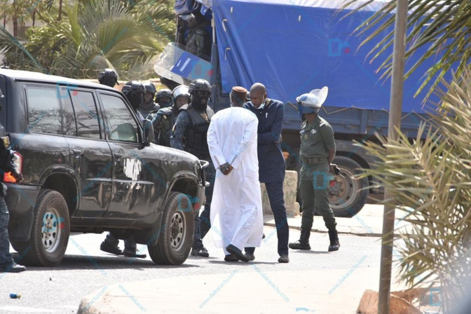 "Ousmane Sonko à ses avocats: ""Dafay yombeu torope..."""