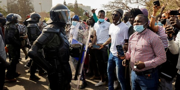 Scènes de pillage et vandalisme: L'Etat va affirmer son autorité, ce que Macky Sall a fait...