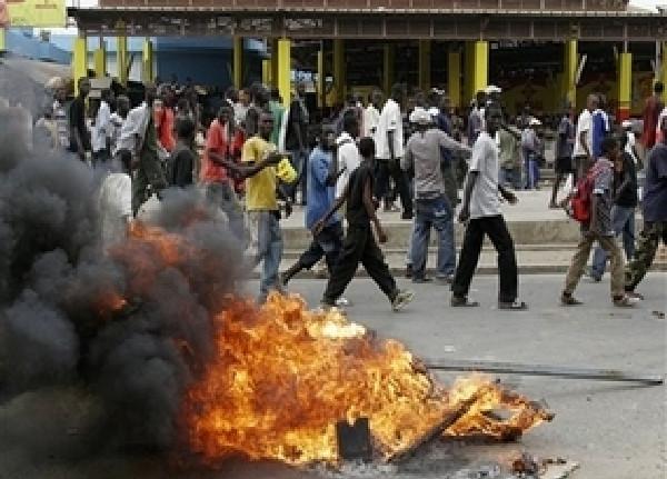 Triste bilan de Sédhiou : 10 véhicules incendiés dont celui du gouverneur, les symboles de l'Etat attaqués