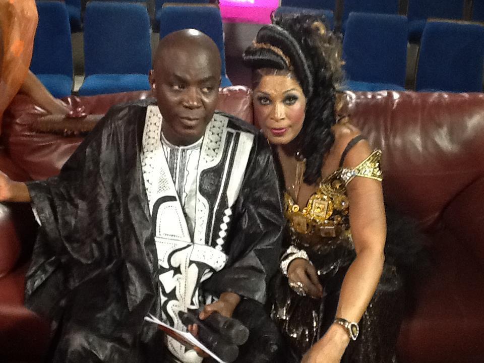 Bécaye Mbaye en toute complicité avec Coura Mbaye, l'ex-danseuse de Fatou Laobé