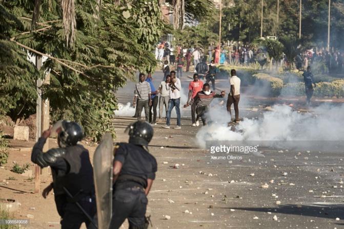 """Manifestations: Human Rights Watch demande l'ouverture d'une enquête indépendante et exige la libération """"des personnes arrêtées""""..."""