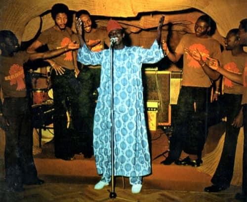 «Thione Ballago SECK (1955-2021) la voix d'or du M'Balax, une musique sénégalaise» par Amadou Bal BA