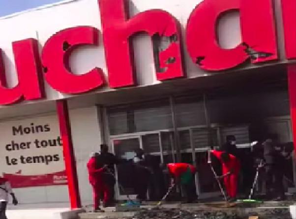 Pillage de leurs stations et magasins: Beaucoup d'employés d'Auchan et Total en chômage technique