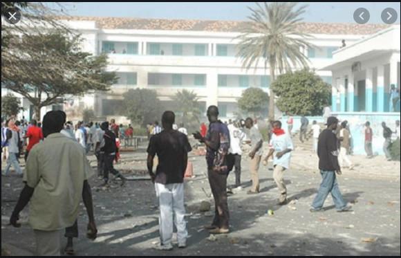 UCAD: Les étudiants affrontent les forces de l'ordre