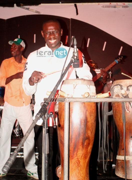 Pape Diouf s'éclate avec son orchestre