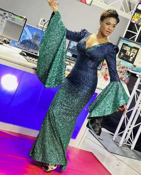 Robe très chic et glamour: Ndèye Ndack illumine la toile (Photos)