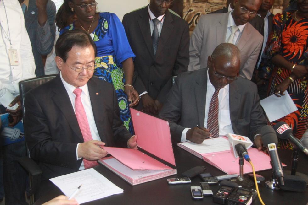 Signature des accords de partenariat entre la Senelec et l'entreprise coréenne Kepko