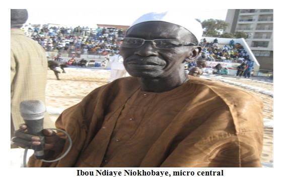 Lambi demb : Le micro central :  Des laudateurs ont dénaturé la profession