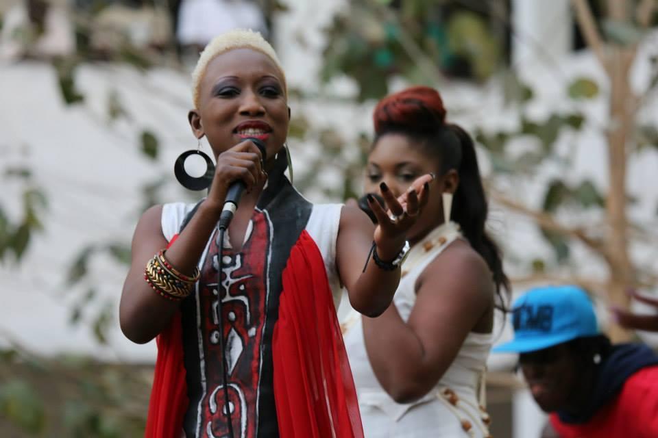 Maria et Khadija de Safari électriques sur scène