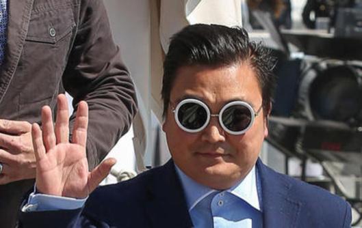 Un sosie de Psy débarque à Cannes et dupe les stars Dédoublement d'une personnalité