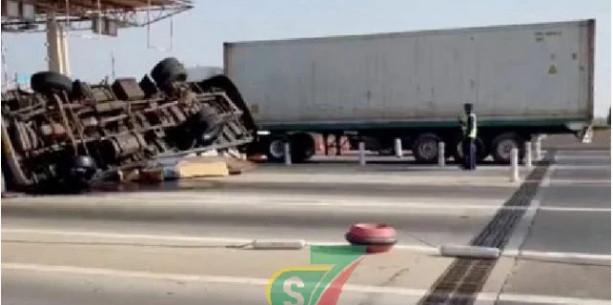 Sortie Autoroute à péage, près de l'AIBD: Un accident spectaculaire s'est produit