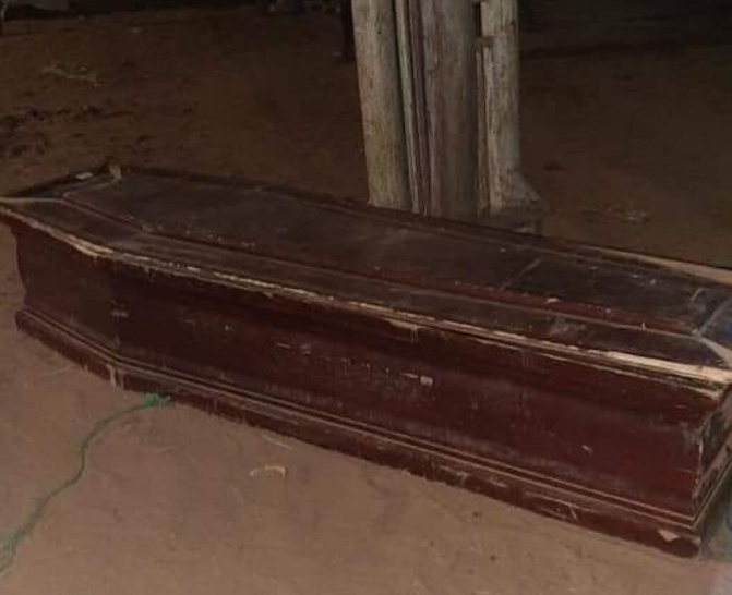 Touba : Voici le cercueil vide, abandonné en pleine nuit, qui crée la psychose (Photo)