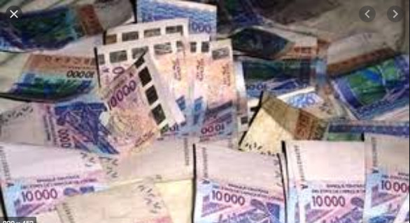 Escroquerie: Awa Seck escroque son ex-copain de 8 millions de FCfa