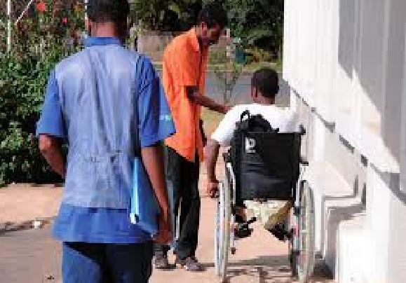 Ramadan et actions sociales: A Louga, une association offre des fauteuils roulants et de kits alimentaires