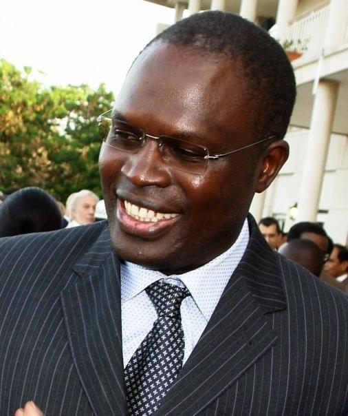 """La mairie de Dakar dit ses vérités: """"Il y a des détracteurs qui posent un faux problème, mais le pavage continuera"""""""