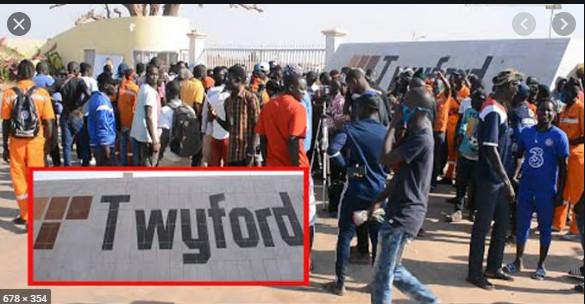 Usine de Twyford : Les travailleurs bloquent la route nationale et mettent le feu