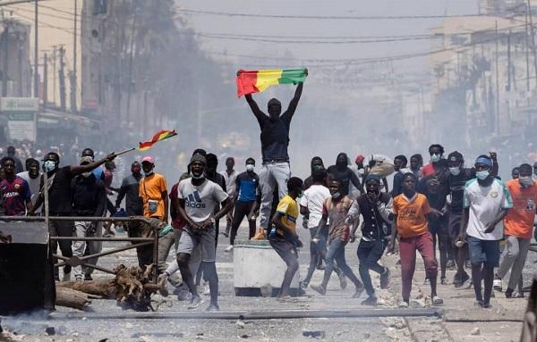 Recrutement et équipement des forces de sécurité: Pour une protection ou une répression ?