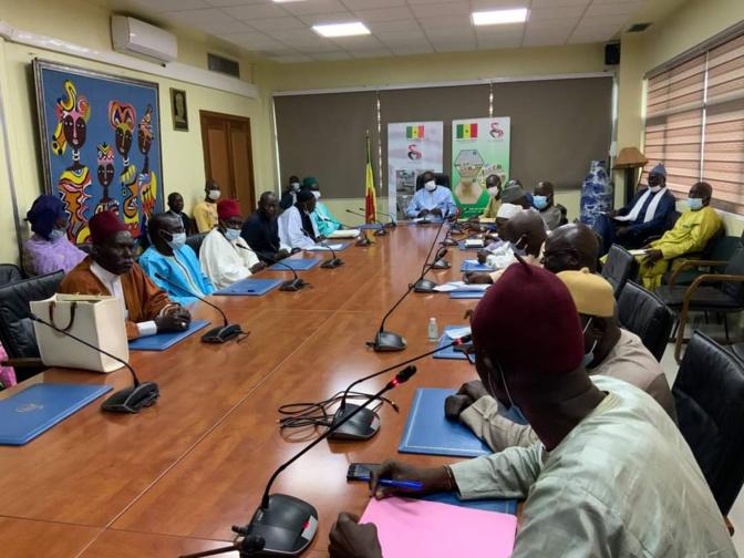 Abdoulaye Diouf Sarr rencontre le Comité de pilotage des 126 villages lébous