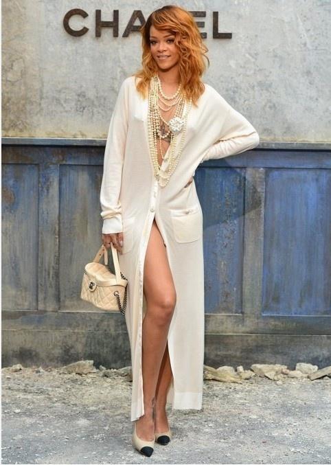 Rihanna nue sous son gilet pour le défilé Chanel haute couture automne-hiver 2013-2014