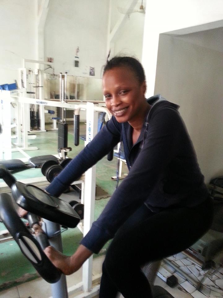 La danseuse Mbathio Ndiaye en pleine séance de fitness!