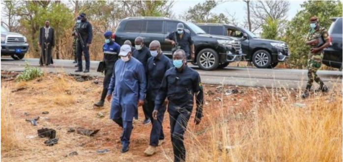 PHOTOS/Accident mortel sur la route de Kédougou: Macky Sall sur les lieux du drame